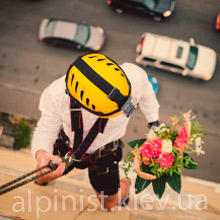 подарок в окно профессиональными альпинистом фото категории
