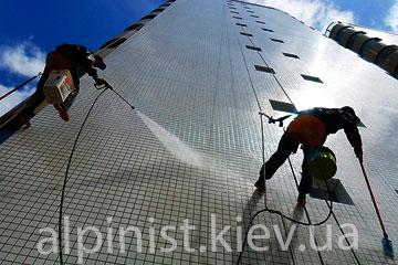мойка наружных стен альпинистами фото