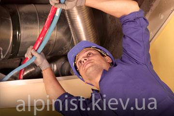 монтаж вентиляционных труб промышленным альпинистам фото