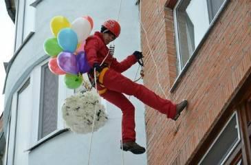 Вручение цветов и воздушных шариков