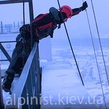 подъема груза промышленными альпинистами фото категории