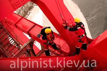 покраска металоконструкций альпинистами на высоте фото