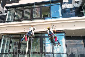 монтаж и подключение светодиодной ленты на фасаде Джек Хаус