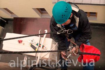 установка кондиционеров промышленными альпинистами фото