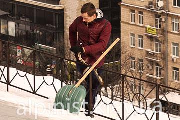 уборка сосулек и снега альпинистами здание кмда