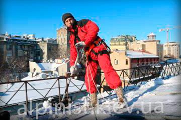 чистка снега и сосулек с крыш центрального офиса пегас приор фото категории