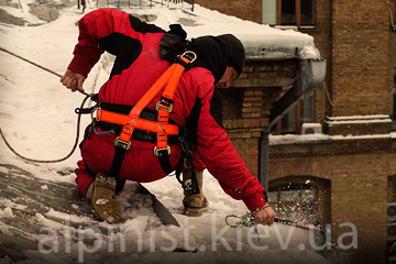 очистка снега с крыш бесан инвест фото категории