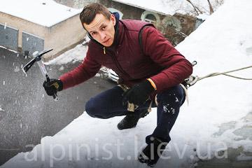 уборка снега с крыш здания укртелекома фото категории