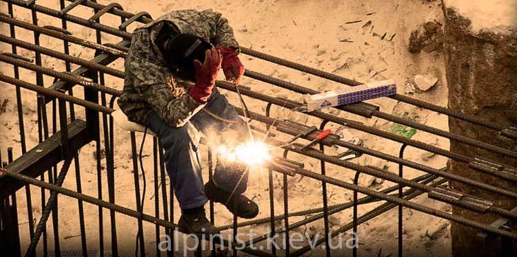 сварочные работы на высоте сварщиком верхолазом фото слайдера
