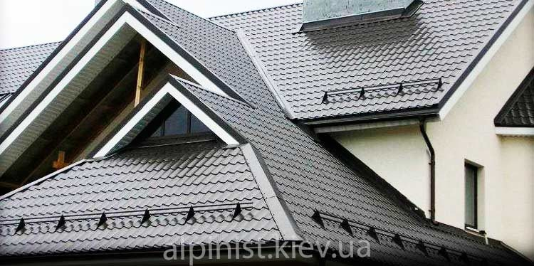 установка снегозадержателей на крыше дома нашими специалистами фото слайдера