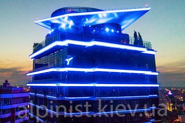 пример работы подсветка фасада дома джек хаус компанией альпинисты киев