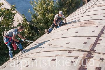 процесс гидроизоляции крыши надежно и качественно альпинисты верхолазы