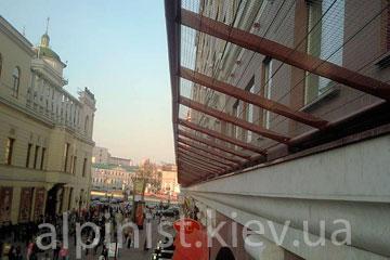 качественная установка защитно улавливающих решеток вместе с компанией Альпинисты Киев фото